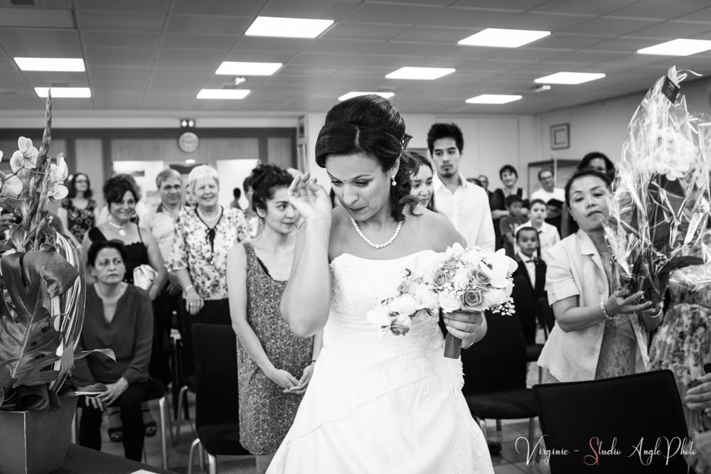 l'émotion de la mariée à la mairie