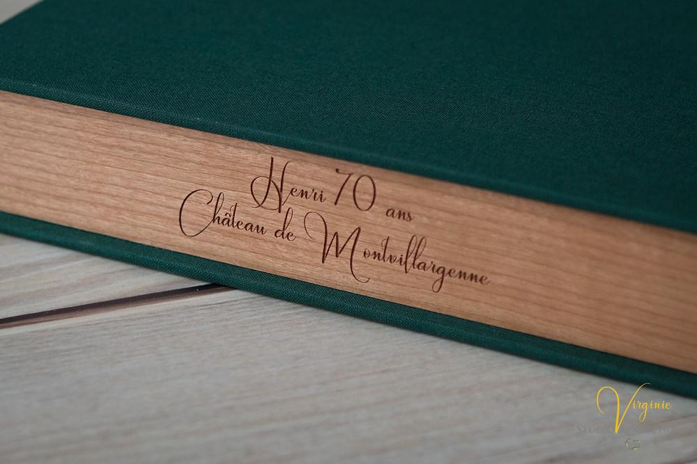 Gravure sur bois du coffret album et boîte