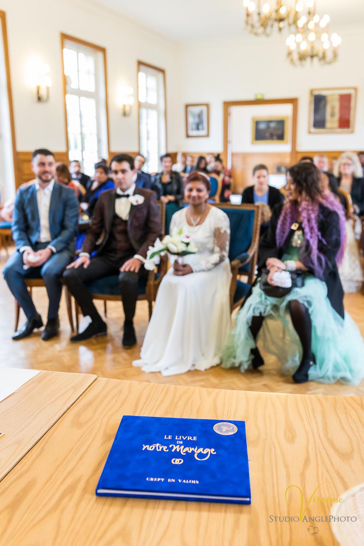 le livre de mariage offert par la mairie aux mariés