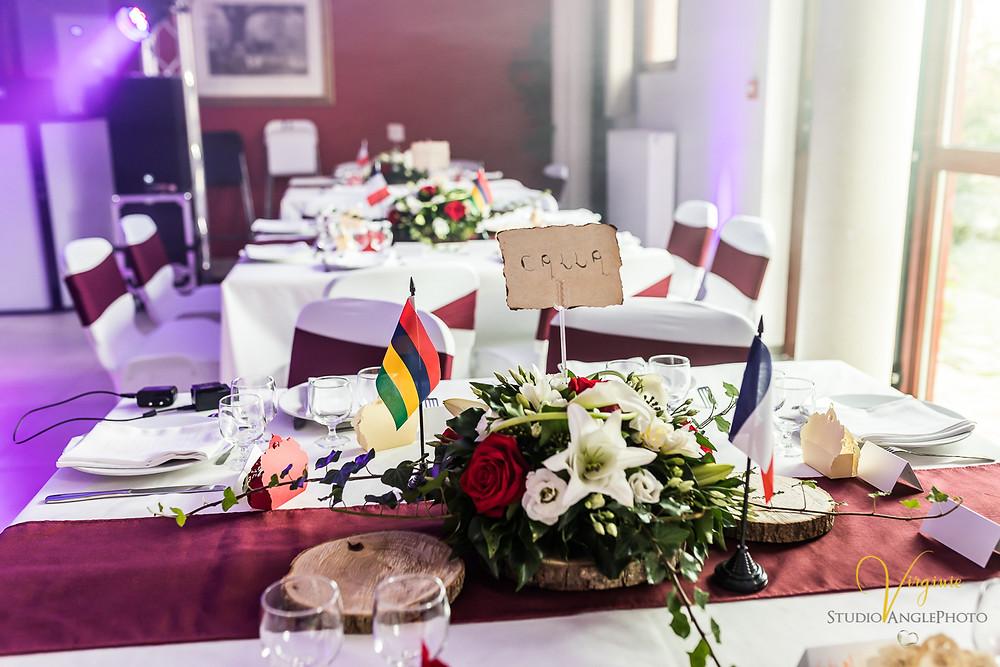 drapeau français et mauricien décorant la table