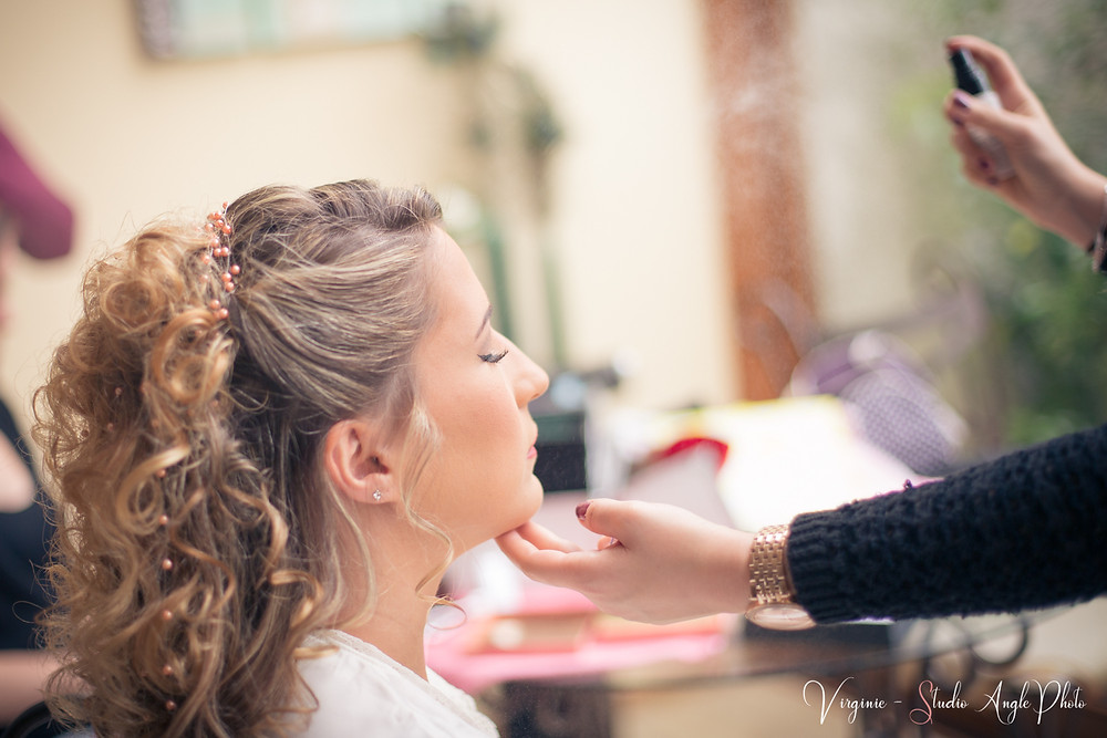 fixation de la coiffure de la mariee