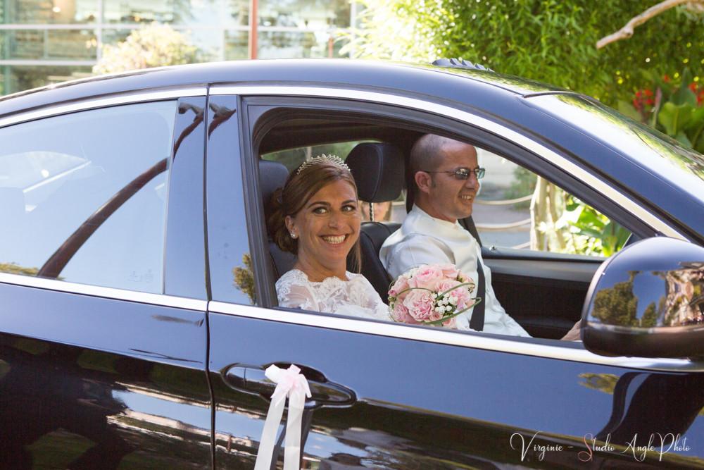 les futurs époux arrivent à la mairie