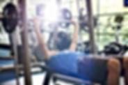 Gewichte an der Turnhalle