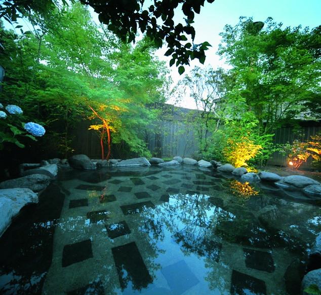手塚旅館の露天風呂
