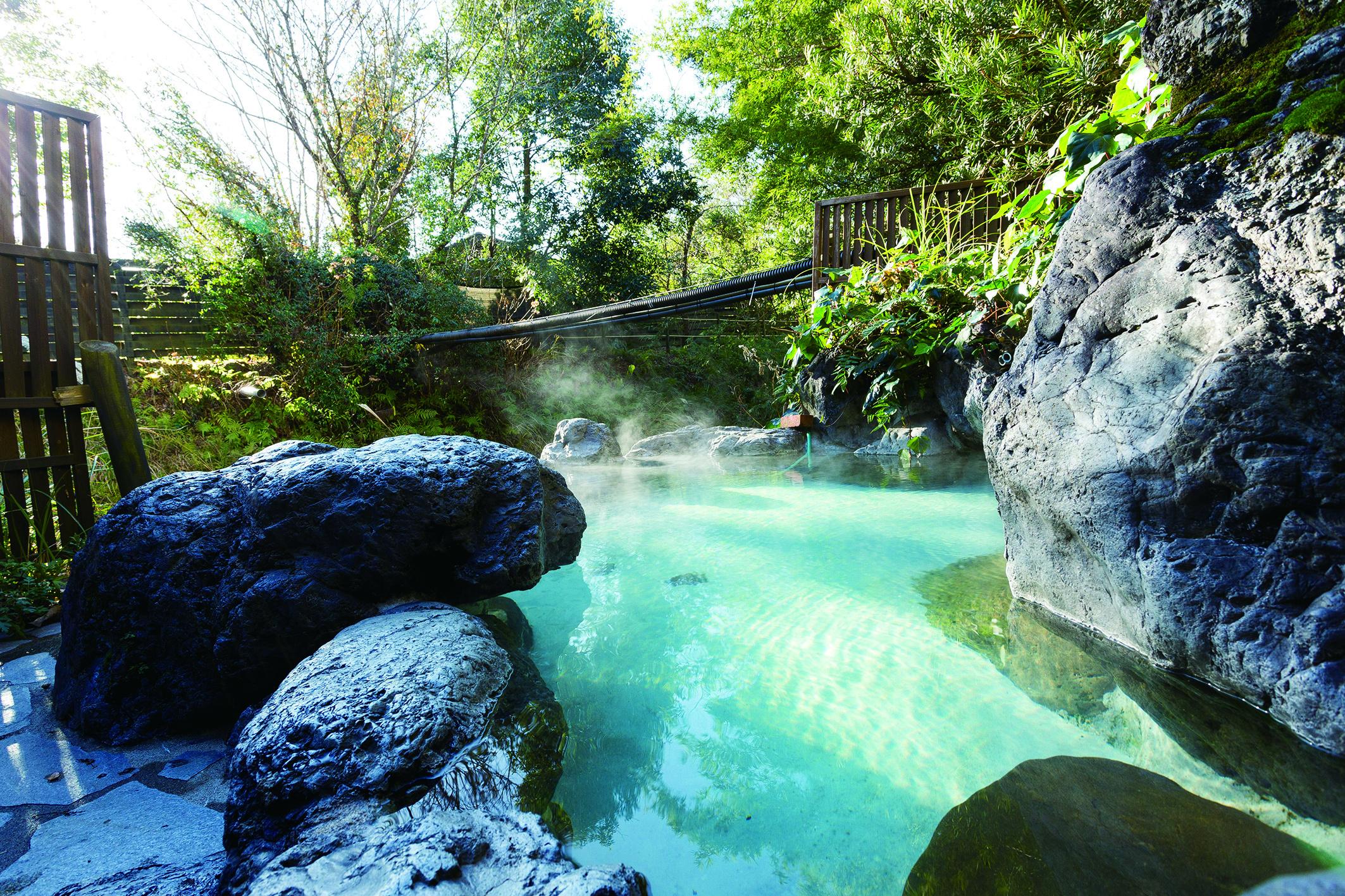 紫尾温泉の露天風呂