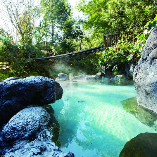 紫尾温泉の露天風呂.jpg