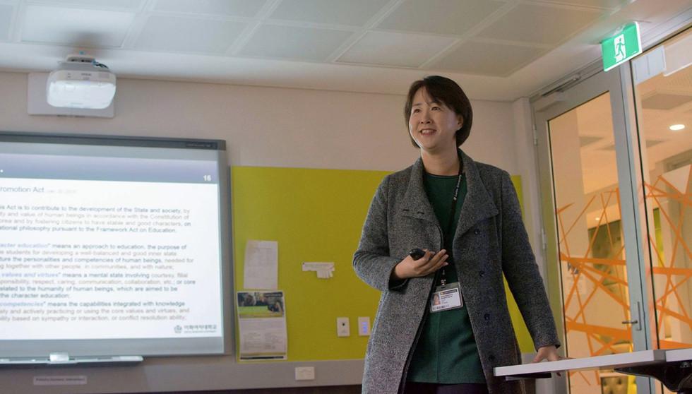 Hyunju Lee, Invited talk at Curtin University