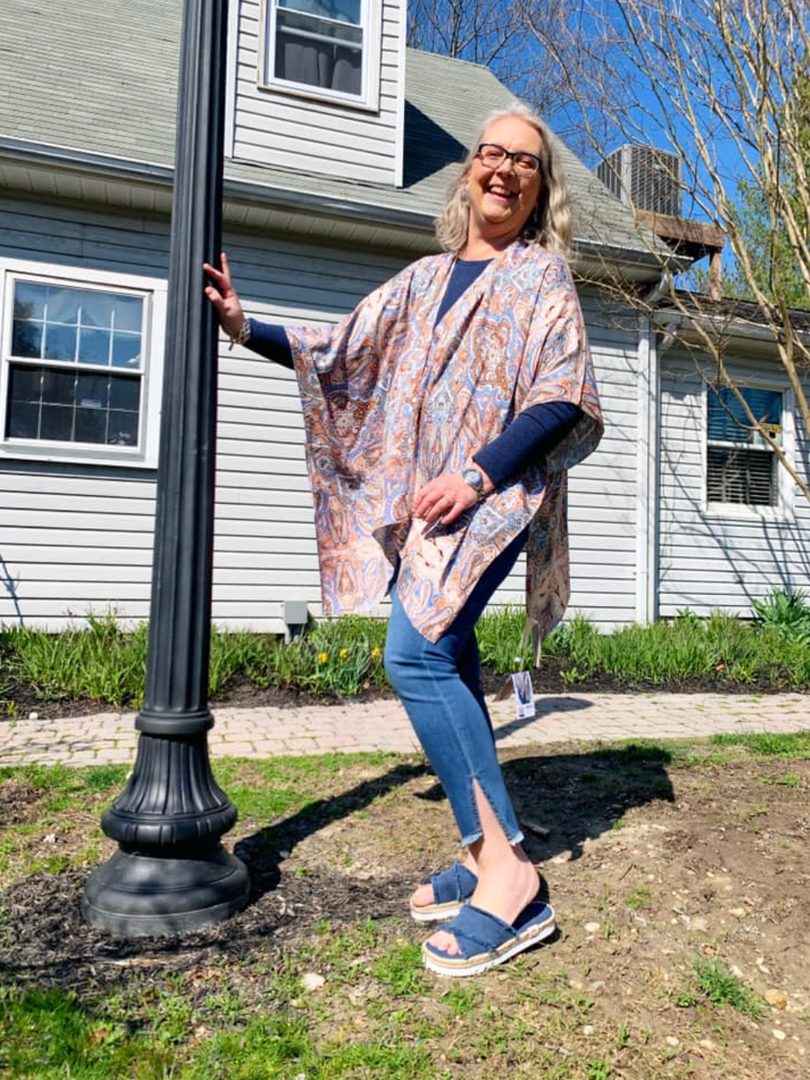 🌷Pretty Paisley Silk Kimono ($32); available in one size fits most!  🌷Liverpool Cropped Chloe i'm Stillwell ($89); available in 4, 6, 8, 10, & 12!  🌷Kamala Slides in Denim ($65); available in whole sizes 6, 7, 8, 9, 10, and 11!