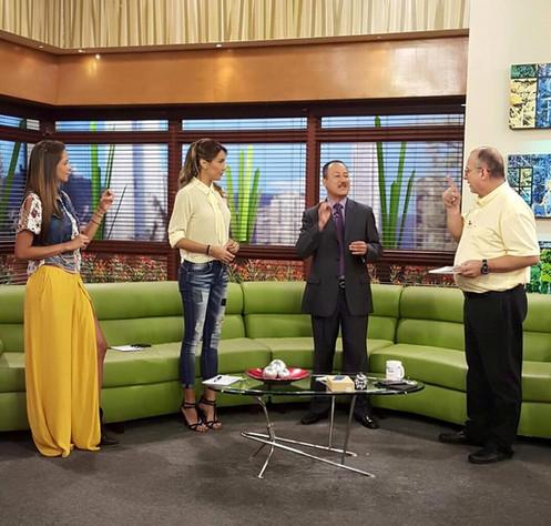 Richard Taylor hipnotista invitado al programa de television Muy Buenos Dias de RCN en Bogota Colombia