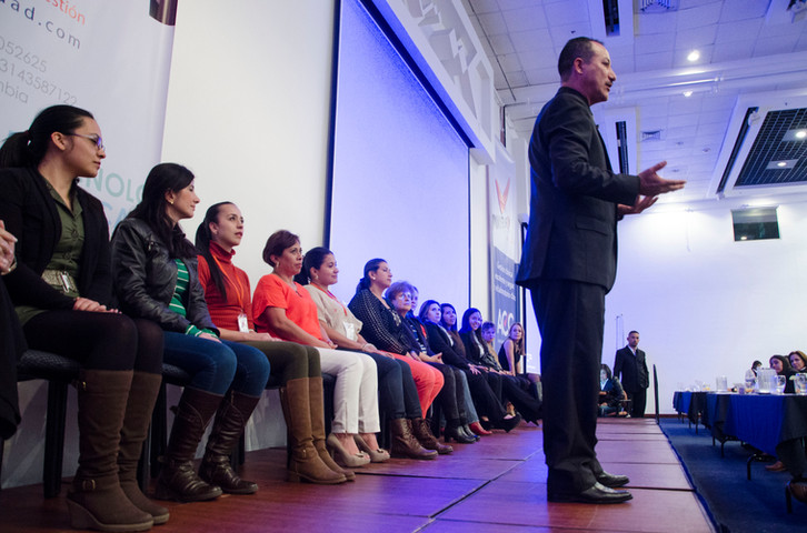 Richard Taylor hipnoterapeuta certificado Colombia