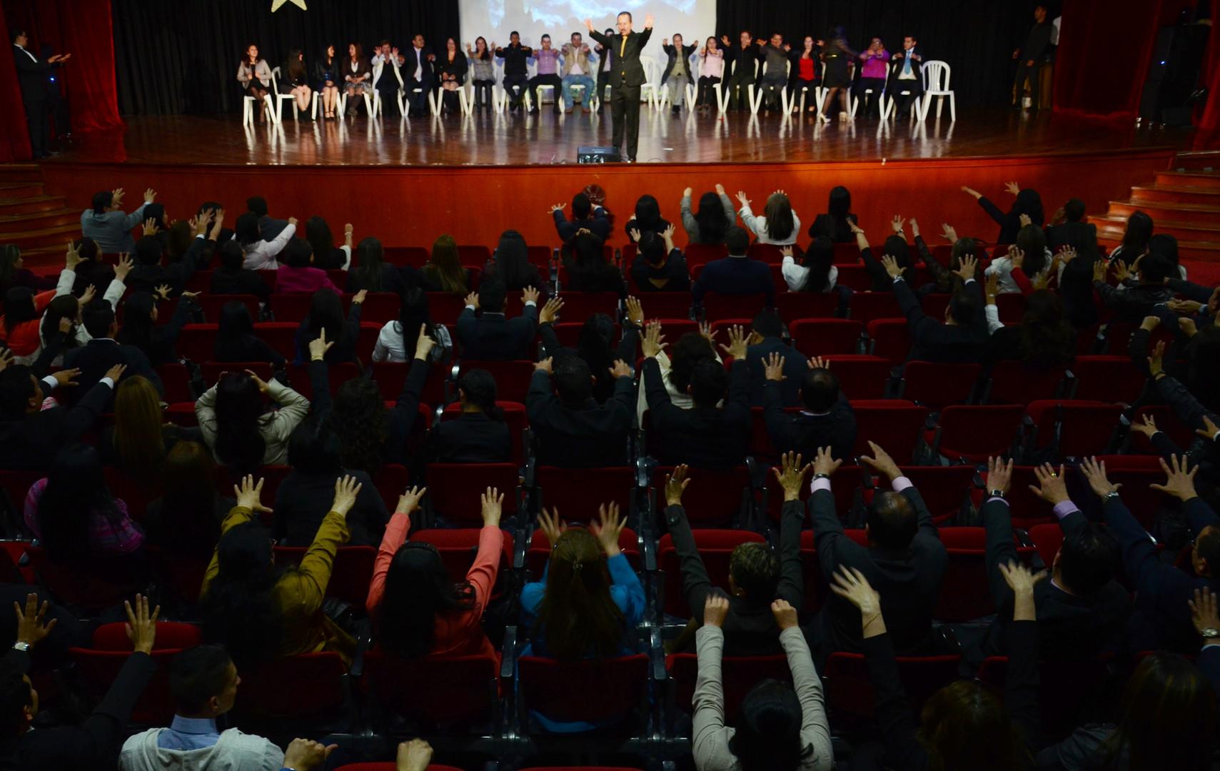 Seminario de hipnosis con Richard Taylor hipnotista certificado en Colombia Mexico