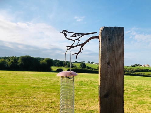 Rusty Metal Wagtail Bird Feed Hanger