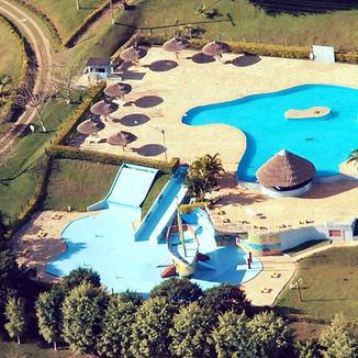 Parque Aquatico com Piscina Bar Molhado Play Ground Aquatico infantil com Barco Pirata quiosque Piscina com ilha toboaguas espreguiçadeiras