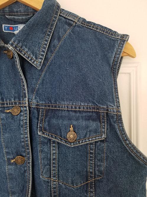 Le beau gilet en jean sans manches