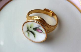 Free Designer Ring Gold / White From Sistalk.co.uk