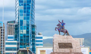 Mongolia-travel-blue-sky-and-sukhbaatar.