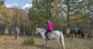 Mongolia-horse-trekking-tour-in-the-natu