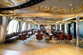 Area Bar: soffitto con elementi decorativi in gesso, metallo e gole luminose a led.