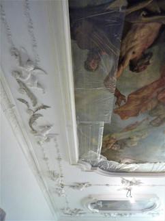 Particolare di cornici in gesso decorato per soffitto affrescato di edificio storico Palladiano sito in Vicenza.