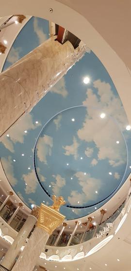 Area Bar Atrio: soffitto in pannelli alveolari stampati, metallo e gesso.