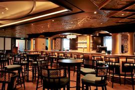 Area Bar Ristorante: soffitto con pannelli, cornici e travi metalliche.