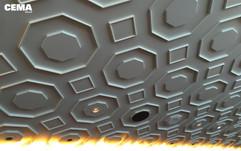 Area Restaurant: soffitto con elementi decorativi in gesso, faretti e gole luminose a led.