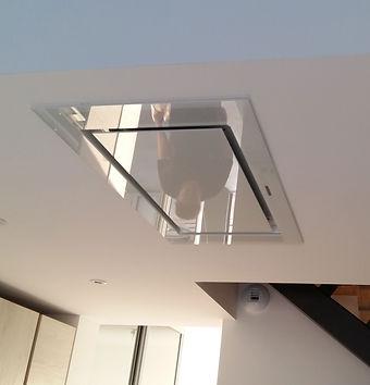 Hotte moderne installée au plafond  par Régis Planes, artisan menuisier de Cestas, Gironde (33).
