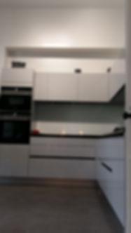 Cuisine en angles, installée par Régis Planes, artisan menuisier de Cestas, Gironde (33)