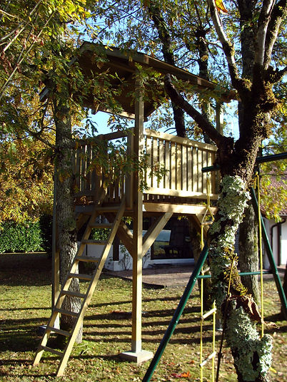 Cabane pour enfant, fabriquée par Régis Planes Agencement.