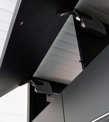 Quincaillerie Movento Blum avec ouverture tip-on (pousse lache) fabriquée et installée par Régis Planes Agencement de Cestas 33610.