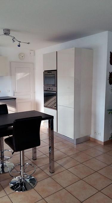 Ilot de meubles avec encastrement de fours, installation de Régis Planes, artisan menuisier agenceur de Cestas – 33610 Bordeaux- Gironde.