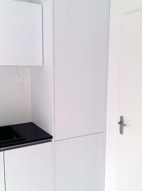 Meubles intégrés à un ensemble de cuisine par Régis Planes Agencement, artisan menuisier.
