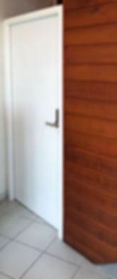 Installation d'une porte avec digicode.