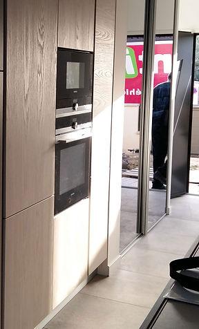 Cuisine façades bois clair installée par Régis Planes, artisan menuisier agenceur de Cestas, région de Bordeaux - Gironde 33