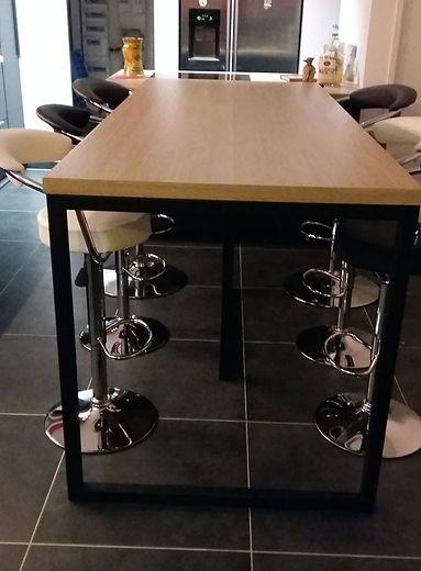Fabrication de pieds de table en métal par Régis Planes Agencement, artisan menuisier de Bordeaux – Cestas.