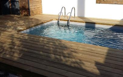 Terrasse de piscine réalisée par Régis Planes Agencement.