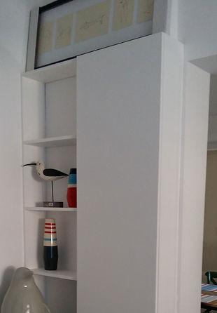 Colonne de rangement et étagère de séjour salle à manger.