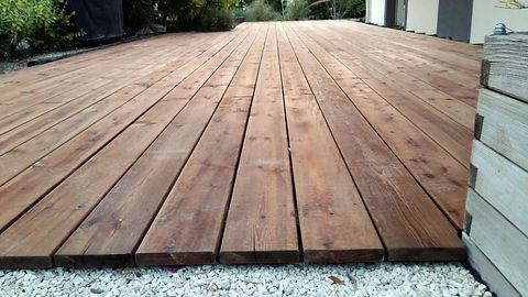 Zoom sur terrasse en bois.