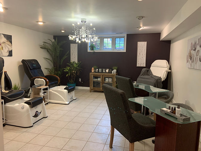 Terra Nova Spa offers facials, manicures, pedicures, body treatments and facial waxing. Luxury spa packages and a sauna package are available with high tea.
