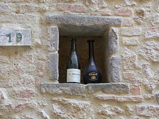 As famosas mini janelas de vinho de Florença voltaram a funcionar com a pandemia