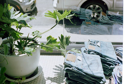 Janela de loja de jeans