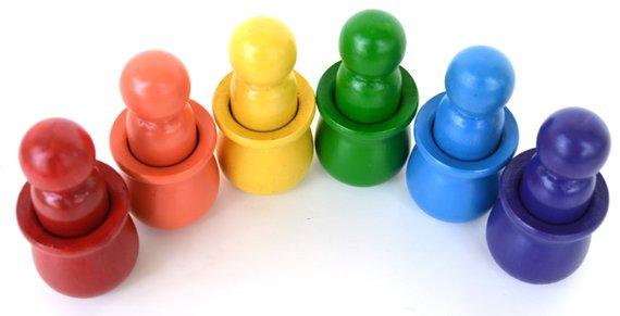 Bonecos Peg Dolls Arco-Íris com copos