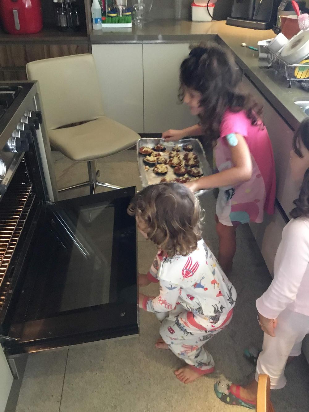 pizza de berinjela com crianças