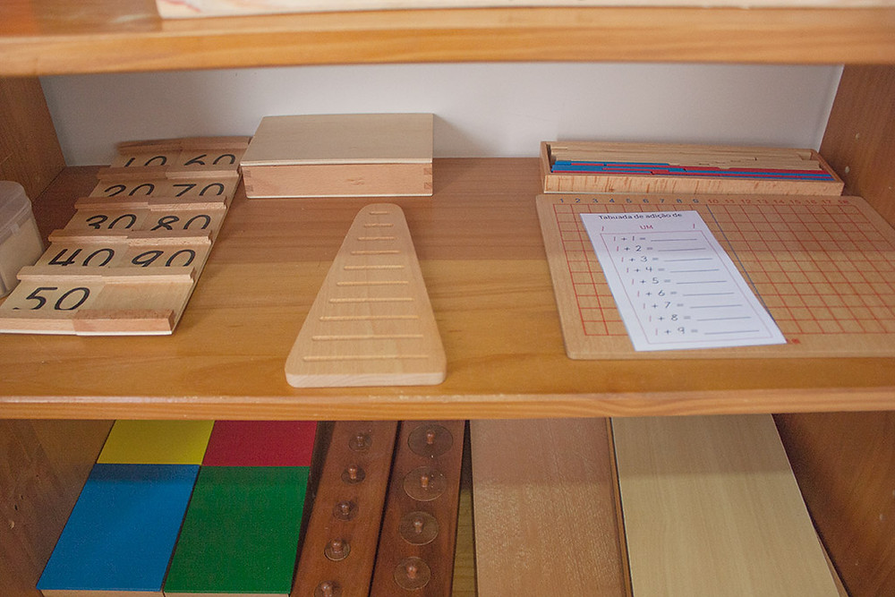 estante montessori de matemática