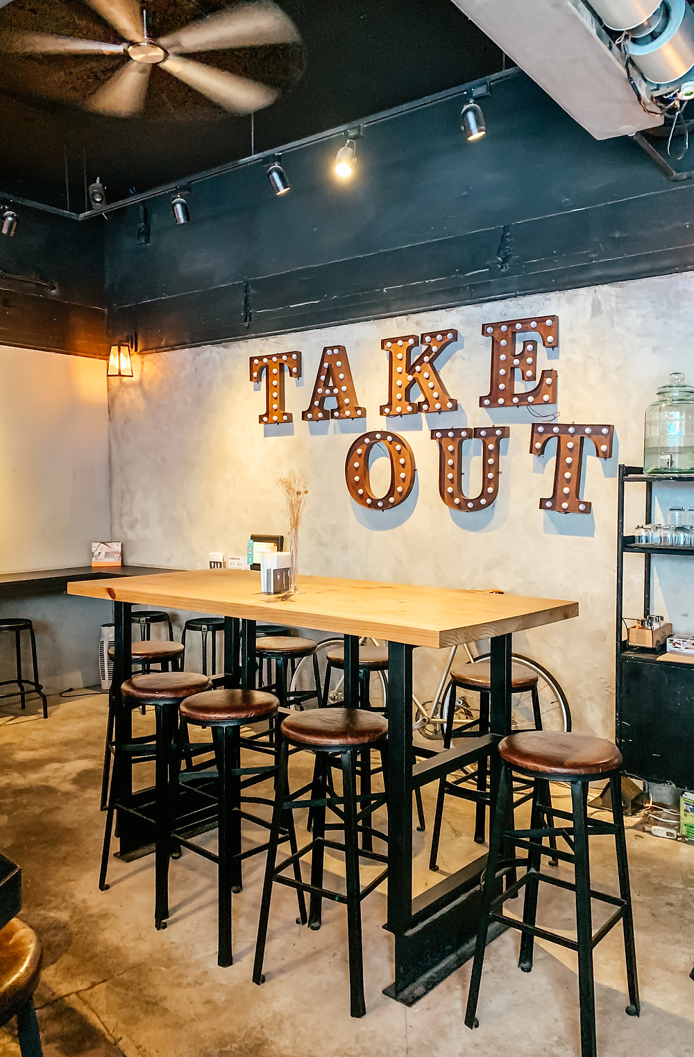 TakeOut Burger & Cafe l A Style Alike l Taipei Restaurant