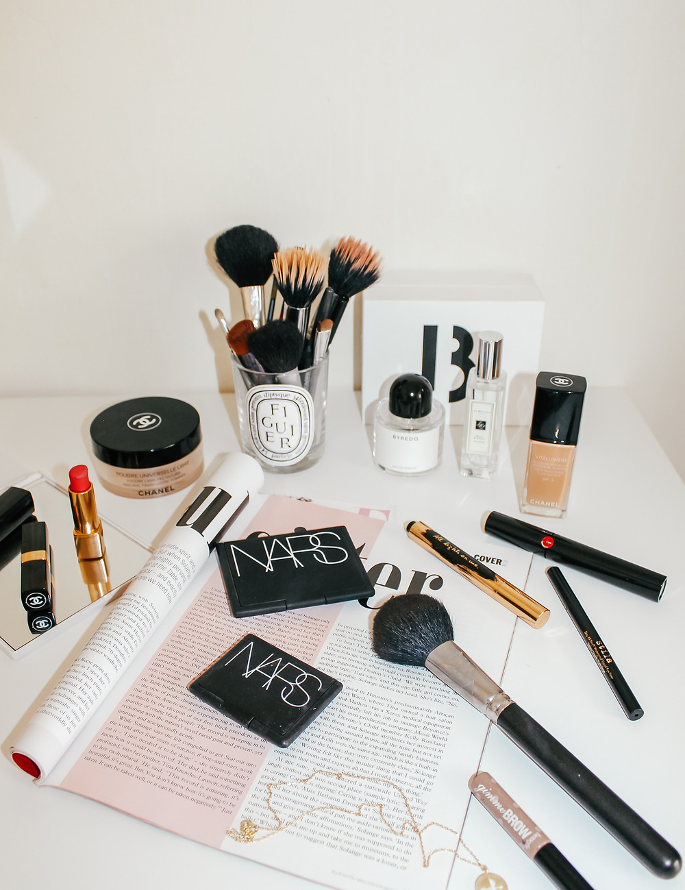 What's In My Makeup Bag l Makeup Routine l A Style Alike l Beauty