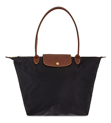 LONGCHAMP Le Pliage Large Nylon Bag ┃ 10 Essential Airplane Carry-On Accessories ┃ A Style Alike