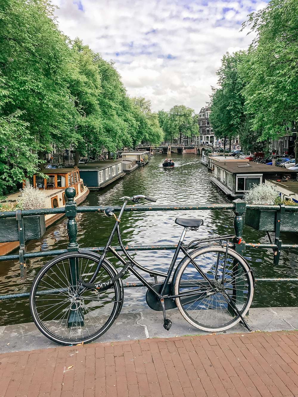 Amsterdam Canal.A Guide to Amsterdam l Travel Guide l A Style Alike l 5 Days in Amsterdam