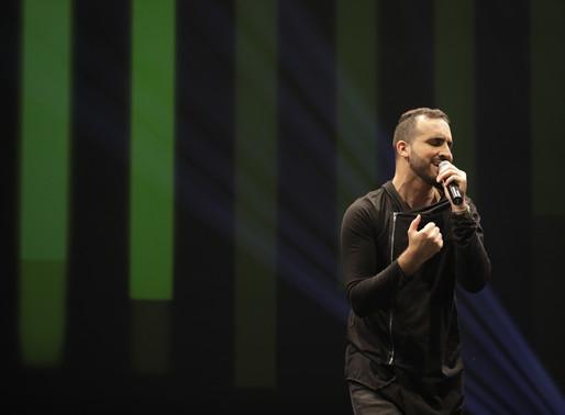 Arthur Callazans presenta su primer álbum en español «Atmósfera»