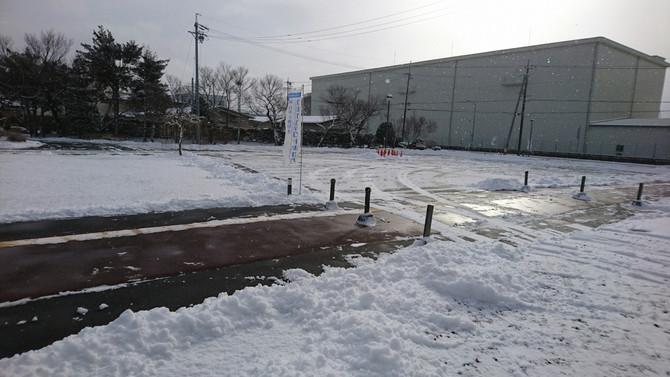 雪、積もる。